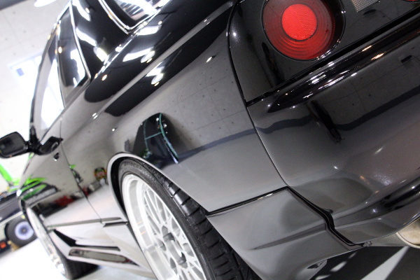 黒色のボディーカラーのお車!